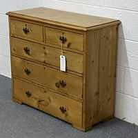 English Victorian Pine Chest of Drawers (3 of 6)