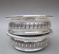 Superb Pair of Mid 20th Century Solid Silver Wine Coasters by Mappin & Webb, Birmingham 1968 (7 of 8)