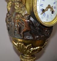 Large Impressive Vase Bronze French Victorian Mantel / Table Clock (4 of 7)