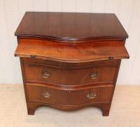 Mahogany Serpentine Front Chest of Drawers (6 of 8)