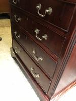Small Mahogany Chest of Drawers (4 of 10)