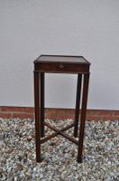 Urn Stand Occasional Table or Lamp Stand c.1760
