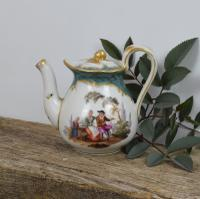 Pretty 19th Century Meissen Porcelain Small Teapot & Cover (9 of 15)
