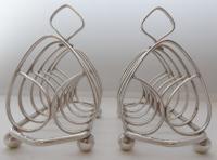 Pair of 1916 Irish Dublin Solid Hallmarked Silver Toast Racks Heart Design (2 of 10)