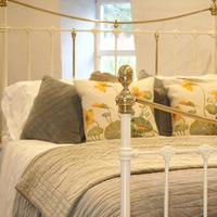 Brass & Iron Bed in Cream c.1890 (6 of 9)