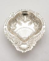 Beautiful Victorian Silver Plated Embossed Serving Dish c.1890 (2 of 5)