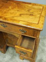 Neat George II Style Walnut Kneehole Desk (11 of 13)