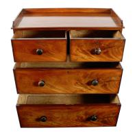 Mid 19th Century Mahogany Chest of Drawers (4 of 7)