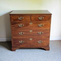 Mahogany Chest of Drawers (2 of 5)
