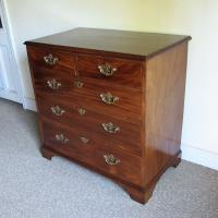 Mahogany Chest of Drawers (4 of 5)