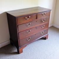 Mahogany Chest of Drawers (2 of 4)
