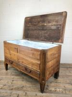 18th Century Oak Coffer with Cleated Plank Lid (17 of 19)