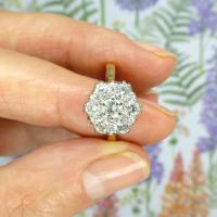 Vintage 18ct Gold Diamond Cluster Engagement Ring 0.95 Carats (8 of 10)