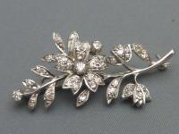 14ct Gold Diamond Brooch (5 of 5)