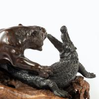 Meiji Period Bronze of a Tiger and An Alligator by Genryusai Seiya (2 of 6)