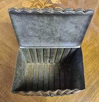 Huntley & Palmers Biscuit Tin (6 of 10)