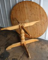 1940s Country Pine Round Dining Table on Base (4 of 4)