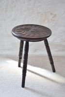 Small Oak Occasional Table with Carved Circular Top (3 of 10)