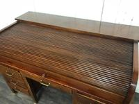 Oak Tambour Front Lockable Desk (6 of 8)