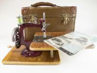 Vintage Essex No.1 Miniature Sewing Machine (5 of 6)