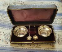 Beautiful Victorian John Millward Banks Solid Silver Salt & Spoon Cased Set Birmingham 1890 (2 of 9)