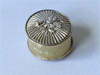 Delightful Georgian Silver Cotton Waxer