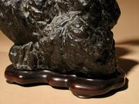 Very Decorative Bronze Model of a Hawk Sitting on a Craggy Rock (10 of 15)