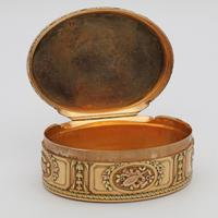 18th Century French Three-Colour Gold Oval Box (2 of 8)